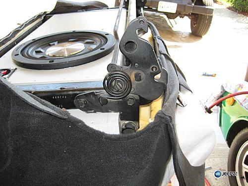 Subwoofer inside of a Jeep Wrangler rear seat-notch_bar_2_wrangler_subwoofer.jpg