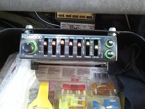Subwoofer inside of a Jeep Wrangler rear seat-2011-09-29-11.59.04.jpg