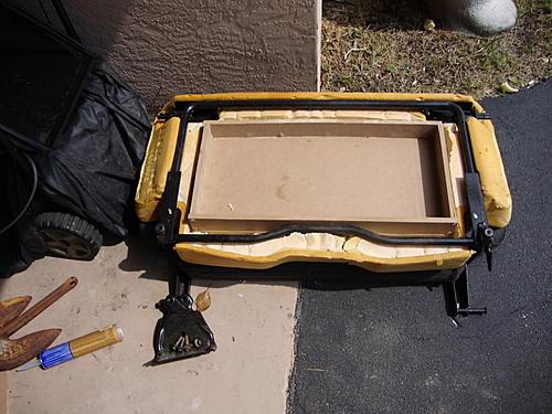 Subwoofer inside of a Jeep Wrangler rear seat-dsc00081.jpg