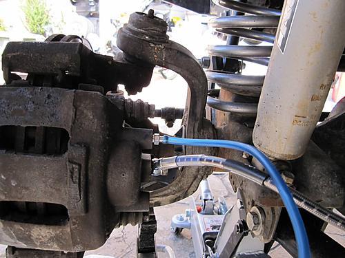 Installing extended Jeep brake hoses-tubing-hooked-up-bleeder_jeepz.jpg