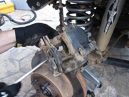 Jeep brake pad change-8_remove_brake_pad.jpg