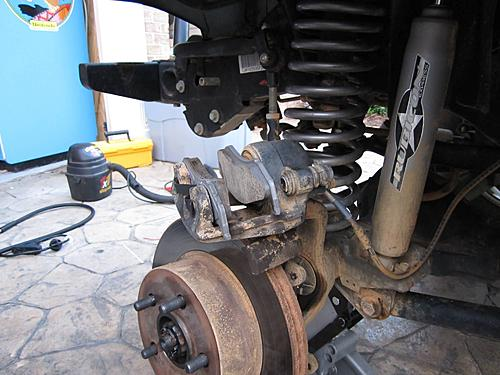Jeep brake pad change-14_load_the_caliper.jpg