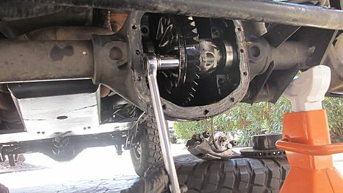 gc stuck front diff carrier-img_1939_jeep-axle-carrier.jpg