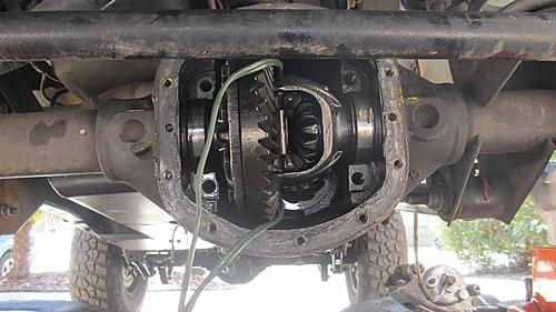gc stuck front diff carrier-img_1940_jeep-axle-carrier.jpg