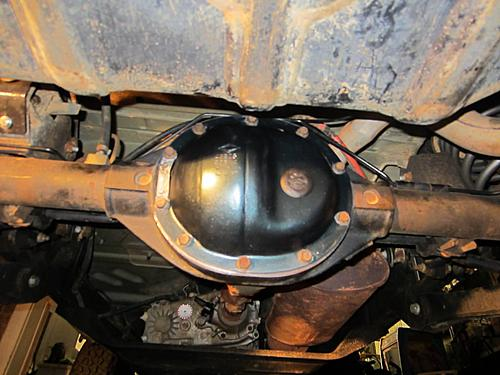 Changing Differential Fluid-05-jeep-diff-fluid.jpg