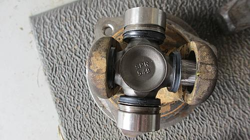 Wrangler Front axle u-joint replacement-wrangler_axle_u-joint_replace_06.jpg