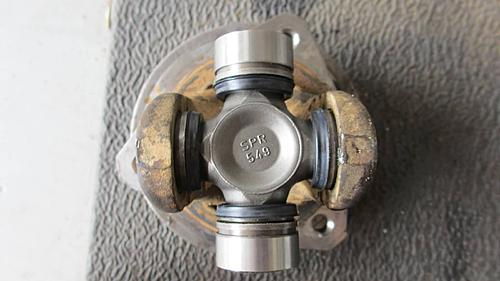 Wrangler Front axle u-joint replacement-wrangler_axle_u-joint_replace_07.jpg