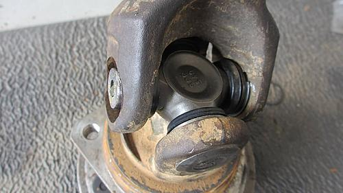 Wrangler Front axle u-joint replacement-wrangler_axle_u-joint_replace_09.jpg
