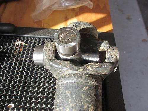 Jeep front driveshaft (CV / dual cardan) rebuild-25-putting-cap-ujoint.jpg