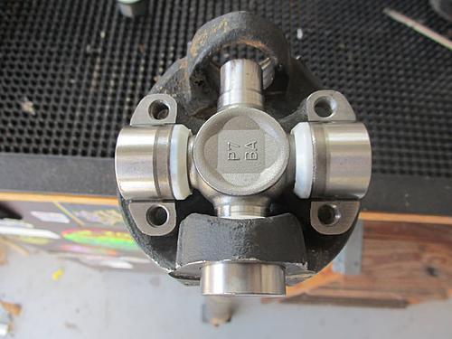Jeep front driveshaft (CV / dual cardan) rebuild-39-outer-u-joint.jpg