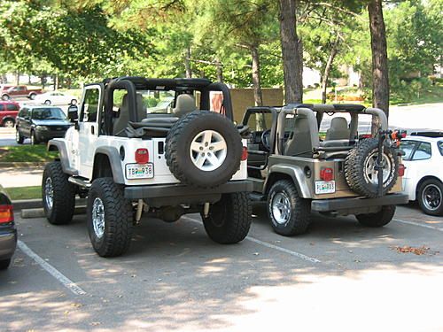 Jeeps parking next to other Jeeps-img_1564.jpg