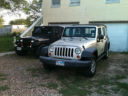 Jeeps parking next to other Jeeps-img_0005-1-.jpg
