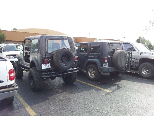 Jeeps parking next to other Jeeps-forumrunner_20121013_145937.png