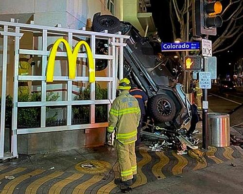 Jeep falls down 6 floors driver survives!-jeep-6-floors-thru-mcd-.jpg