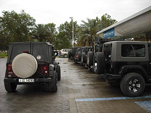 Jeeps day out-parking-2.jpg