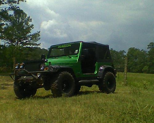 More lunch hour wheelin on ranch . . .-jeep1.jpg