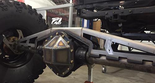 """JKU on tons, v8, 41.5"""" iroks at Motobilt.com-rear-truss-cover.jpg"""