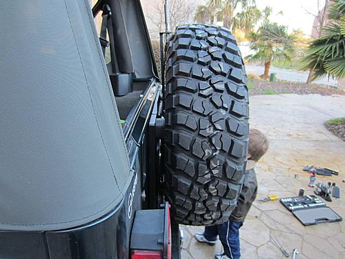 Exogate Tire Carrier-03-exogate-installed.jpg