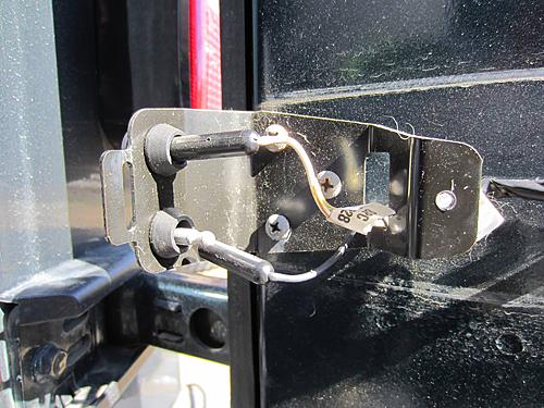 Exogate Tire Carrier-07-unplug-tailgate-wires.jpg