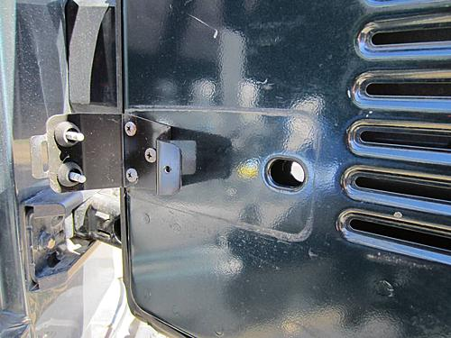 Exogate Tire Carrier-08-unplug-tailgate-wires.jpg