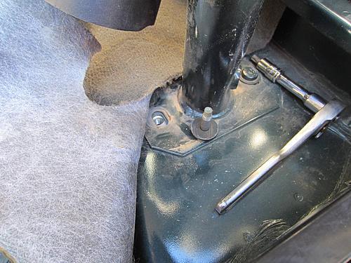 Exogate Tire Carrier-20-remove-rollbar-bolt.jpg