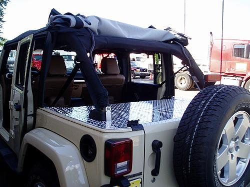 Jeep Trunks-p7140001-640x480-.jpg